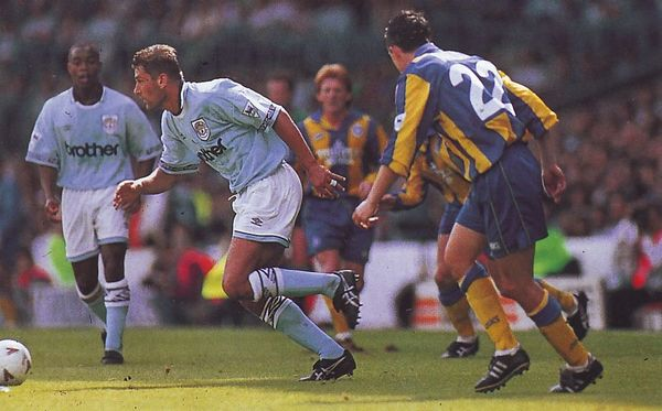 leeds home 1993 to 94 action4