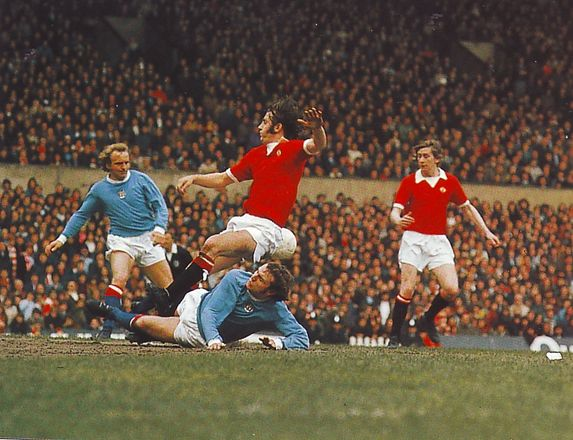 man united away 1973 to 74 action