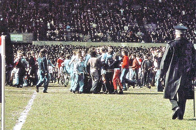 man utd away 1973 to 74 crowd invasion