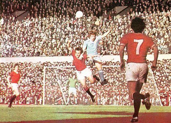 man utd away 1976 to 77 action