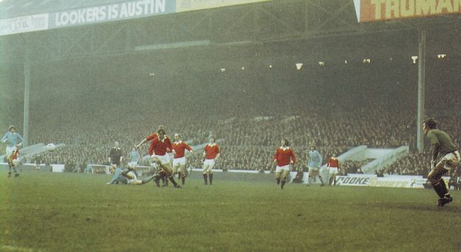 man utd home 1971 to 72 action