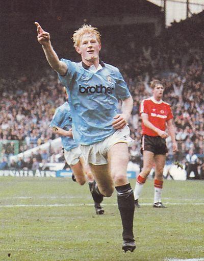 man utd home 1990 to 91 hendry goal2