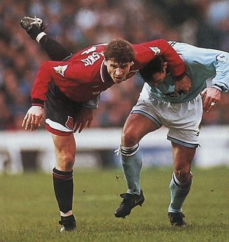 man utd home 1994 to 95 action3