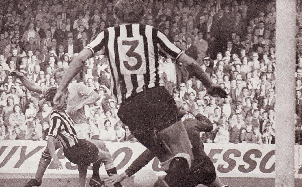 newcastle home 1971-72 lee goal