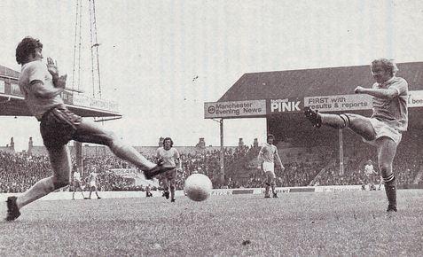 norwich home 1972-73 lee 1st goala