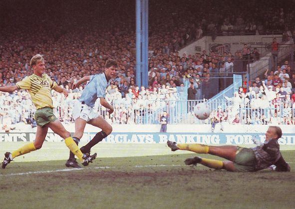 norwich home 1990 to 91 quinn goal
