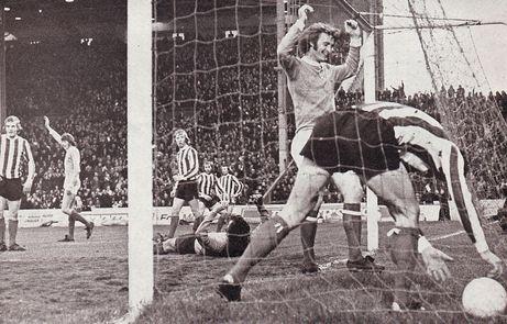 stoke home 1972-73 mellor goal2