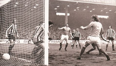 stoke home fa cup 1972 to 73 bell goal 1-0a