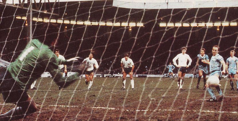 tottenham home 1982 to 83 tueart pen 1st city goal