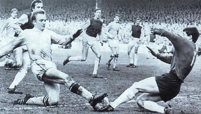 whu home 1967-68 action